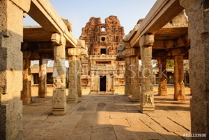 Bild på Architecture of ancient ruins of temple in Hampi