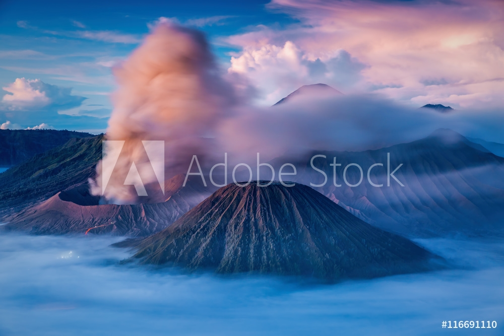 Bild på Bromo, Batok and Semeru volcanoes at sunrise, Java island, Indon