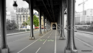 Bild på Bir-Hakeim Bridge Inception, Quai de Grenelle Paris, France Passy steel bridge over the River Seine
