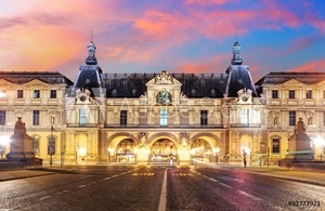 Bild på  Louvre Museum in Paris at sunrise, France