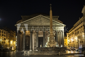 Bild på Pantheon at night with fountain. It is one of the best-preserved Ancient Roman buildings in Rome, Italy.