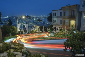 Bild på Famous Attraction Lombard Stret in San Francisco at Night