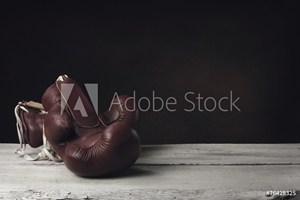 Bild på Boxing Gloves lying on wooden Planks