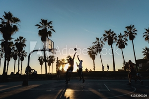 Bild på Friends playing basketball at sunset